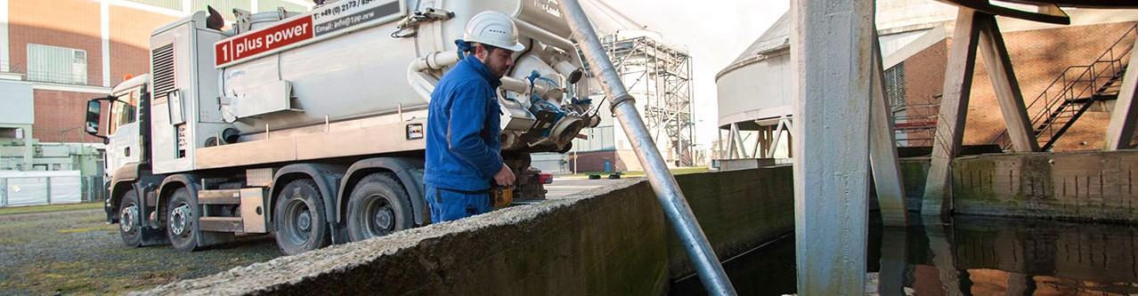 Industriereinigung Saugen - Saugwagen